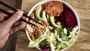 Kímélő hétvégi fogás: sült karaj őszi, kecskesajtos-diós salátában