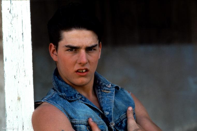 Mivel a homlokán csak nagyon kevés ránc van, és kisfiús vonásai is sokáig megmaradtak, az elmúlt években többször is megvádolták Tom Cruise-t azzal, hogy plasztikáztatott