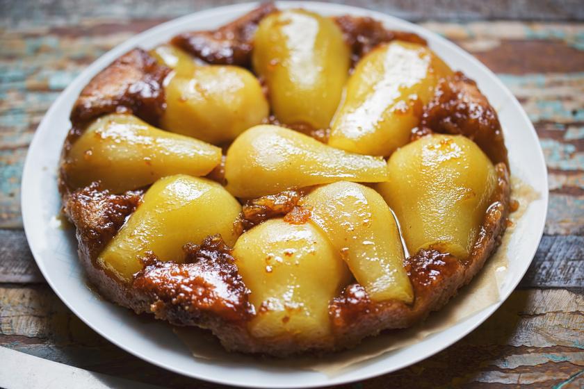 Isteni körtés fordított süti: a gyümölcs megkaramellizálódik a sütőben