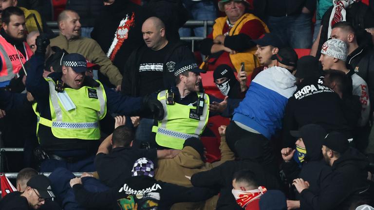 Szégyelljék magukat a magyar szurkolók és a FIFA is – brit vélemény