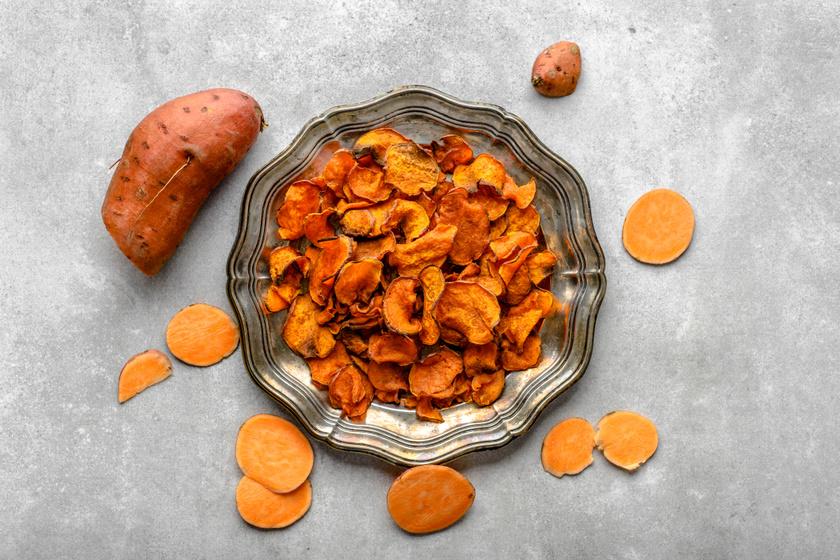 Extrán ropogós édesburgonyachips: egészséges nass a sütőből