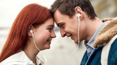 Ezt hallgatod, amikor összejössz valakivel. Miért határozzák meg a dalok az életünket?