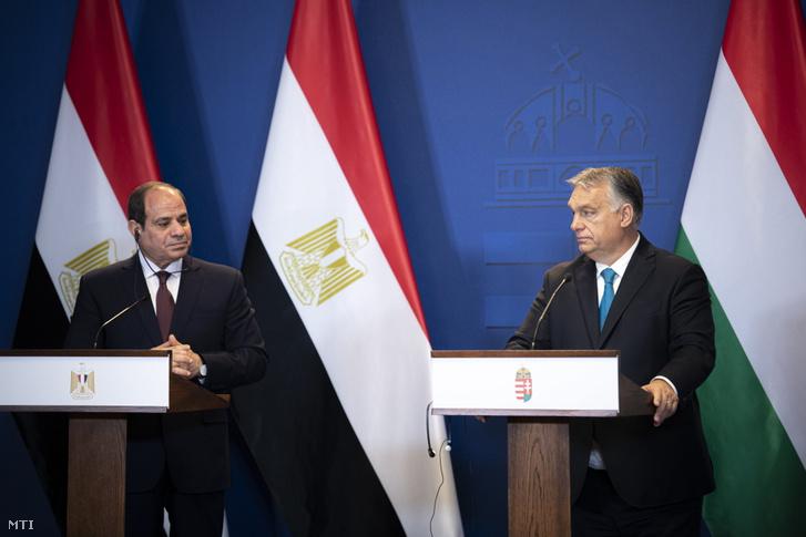 Abdel-Fattáh esz-Szíszi egyiptomi elnök (b) és Orbán Viktor miniszterelnök