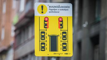Ilyet még nem láttak, újfajta közlekedési táblák jelentek meg Budapest belvárosában