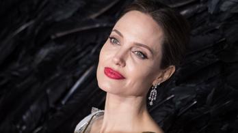 Több vasat tart a tűzben Angelina Jolie?