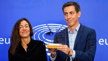 Díjat kaptak a Pegasus-ügyet leleplező újságírók az Európai Parlamentben