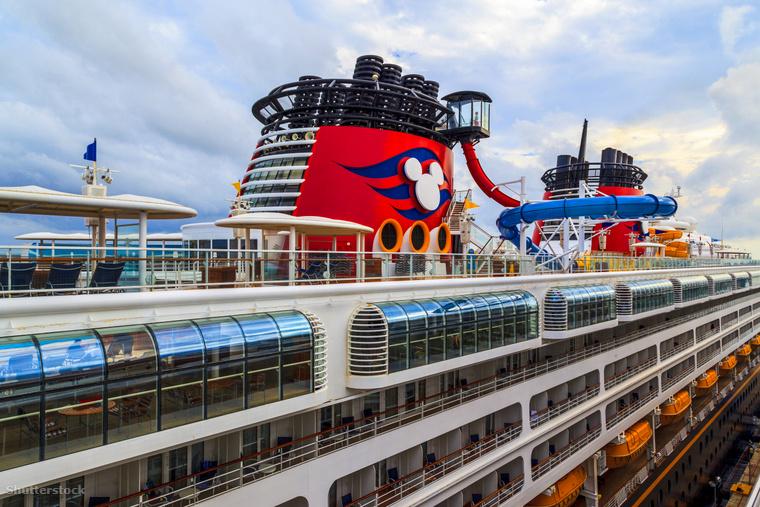 A Disney Magic hajója a mexikói Cozumel sziget kikötőjében 2016-ban.