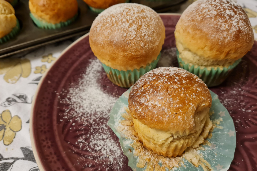 Pihe-puha vaníliás briós: a kelt tésztás finomság muffinsütőben készül