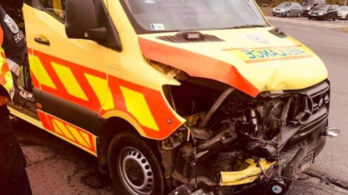 A szirénázó mentőautót és a jelzőlámpát is letarolta egy miskolci ámokfutó