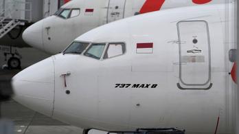 Vádat emeltek a Boeing egykori pilótája ellen, 346 ember haláláért lehet felelős