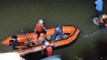 Tizenegy gyerek fulladt a vízbe, amikor elvitték őket folyót tisztítani