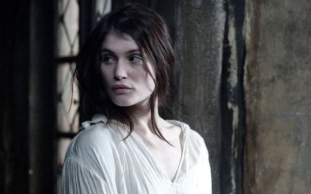 Gemma Arterton, Gretel, vagyis Júlia szerepében (Boszorkányvadászok)