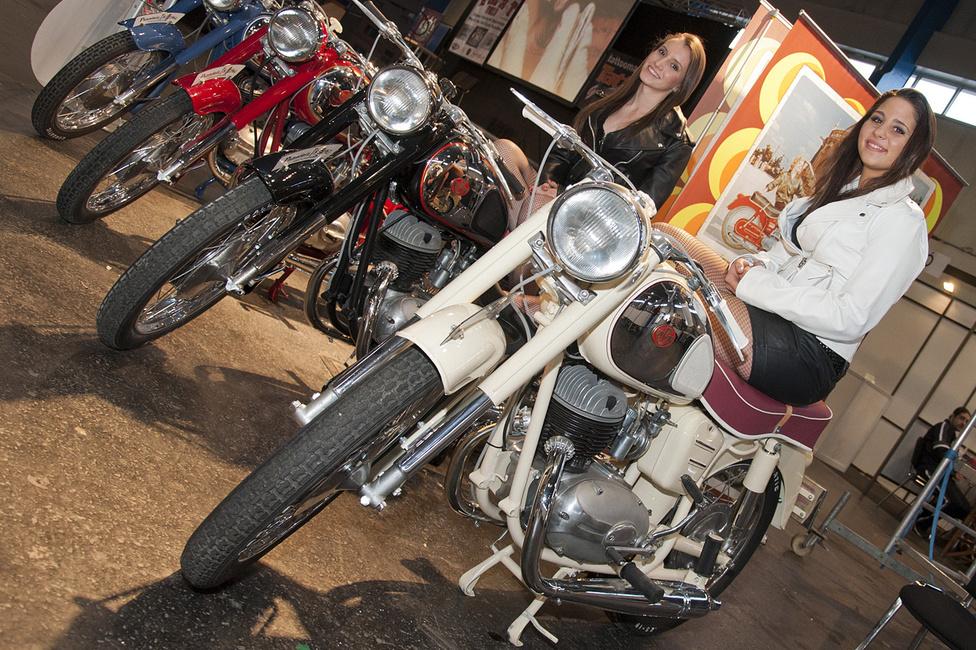 Magyar lányok a magyar motorokon