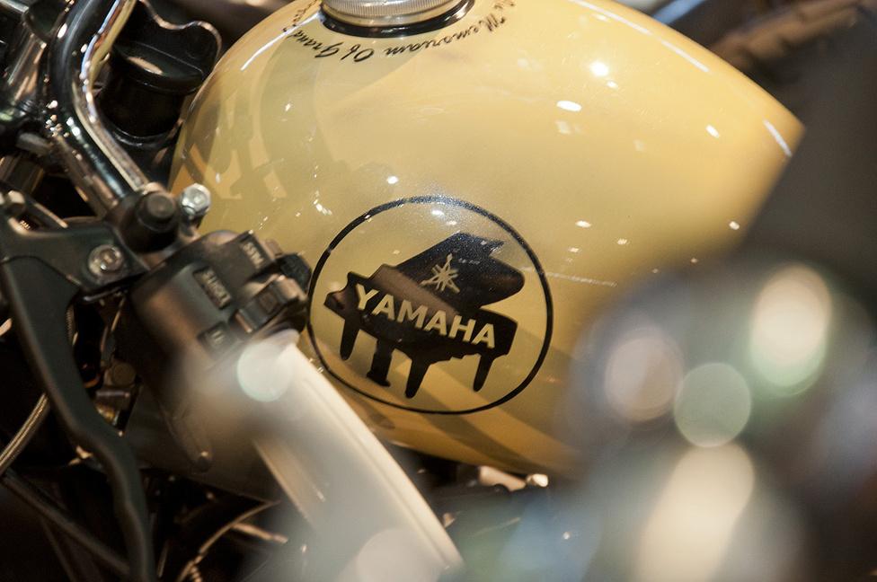 Ez is egyféle Yamaha logó, régen használták, igaz, nem a motorokhoz