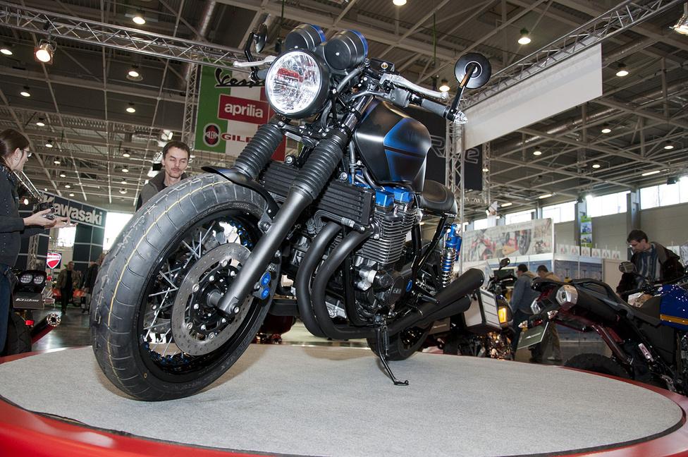 A Yamaha idén meghatározó kék színe dominál az épített gépen