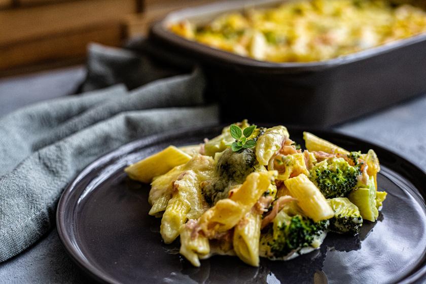 Brokkolis, baconös tészta tejszínnel és sajttal: összesütve a legfinomabb