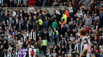 Újra kellett éleszteni egy szurkolót a Newcastle–Tottenham meccsen