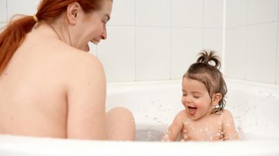 Meddig fürödjünk együtt a gyerekkel? Íme a megfontolandó szempontok