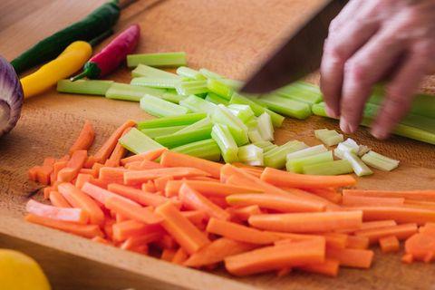 8 zöldség, ami főve vagy sütve egészségesebb, mint nyersen: a répa is köztük van