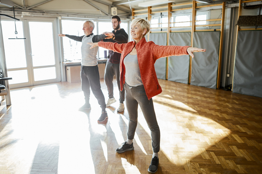 8 egyensúlyfejlesztő gyakorlat, ami időskorban különösen hasznos: segítenek aktív életet élni és megelőzni az eséseket