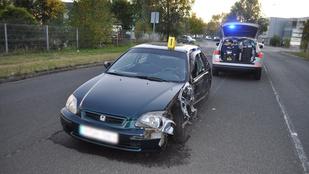 Képtelenek voltak felkelteni egy balesetet okozó sofőrt a rendőrök, hogy megfújja a szondát