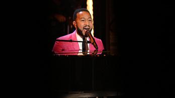 John Legend belefutott egy utcazenészbe, aki éppen az ő dalát énekelte