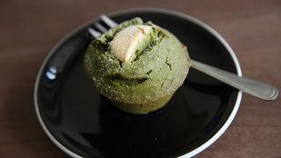 Muffin matchával és fehér csokival: isteni édesség japán hangulatban
