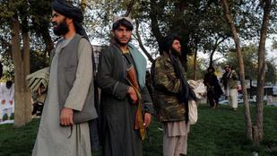 Öngyilkos merénylők előtt tisztelgett a tálibok belügyminisztere