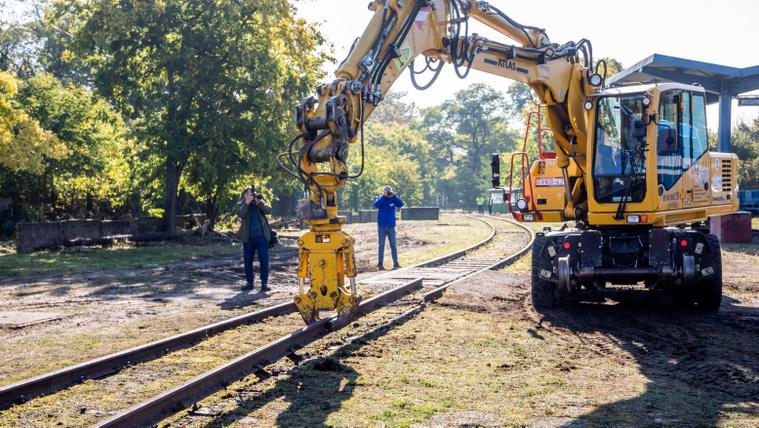 Harc a puskaporos hordóért, avagy országainkat egy vasútért