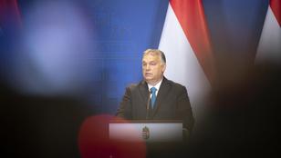 Szalagavatón kapták lencsevégre a táncoló Orbán Viktort