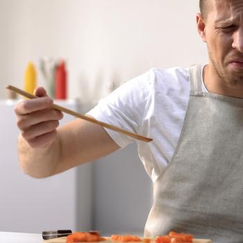 Nem kedveled a brokkoli vagy a hal szagát főzés közben? Természetes módszerekkel megszabadulhatsz tőlük