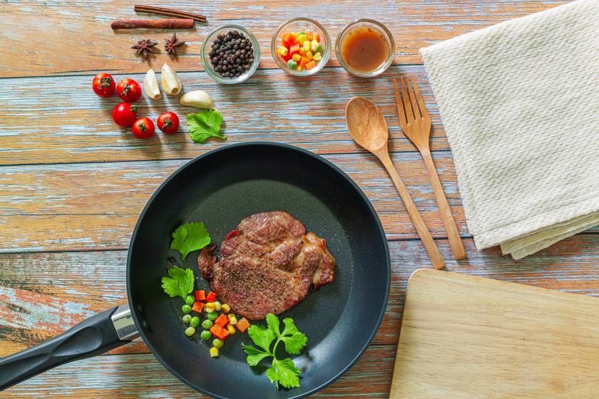 Mustáros pácban érlelt, omlós sertéstarja: tepsiben vagy grillsütőben is elkészítheted