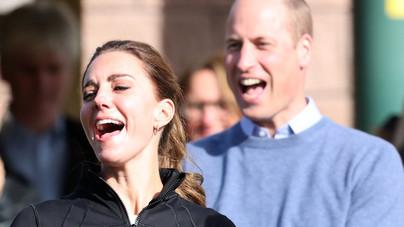 Már puszilkodni sem lehet a brit királyi családban?