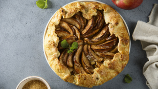 Egyszerű finomság hétvégére: almás sütemény calvadosos-szal