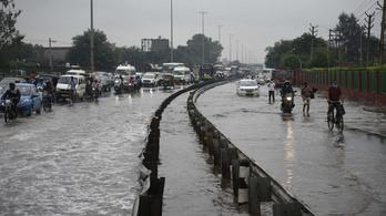 Már több mint 70 áldozata van az indiai áradásoknak