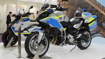 Rendőrmotor lett a BMW nagyrobogójából