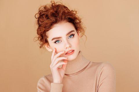Észbontóan nőies hajszínek őszre és télre: a barackvörös árnyalatnál nincs szebb a szezonban - Retikül.hu