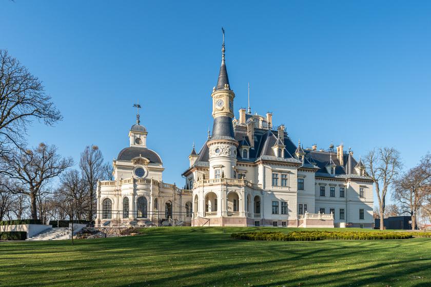 Lélegzetelállító szépségű kastélyszállók az országban: a turai Schossberger-kastély Európa legjobbja lett
