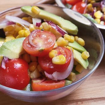 Frissítő, könnyed avokádós kukoricasaláta – Sültek mellé, de magában is kínálhatod