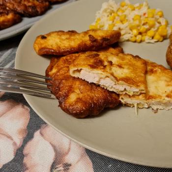Csirkemellcsíkok fokhagymás, tejfölös bundában: ha unod a hagyományos rántott húst