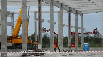 Jövő júliusban indul a termelés a gyulai Airbus-gyárban