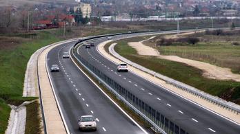 Csökkenhetnek a dugók a Balaton irányába, négysávossá bővül a 8-as főút