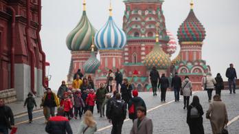 Megsérült a viharban a moszkvai Kreml falának fogazata, lezárták a Vörös teret
