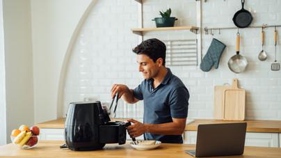 Forrólevegős sütők tesztje: hasznos eszköz a konyhában, vagy csak egy újabb drága porfogó?