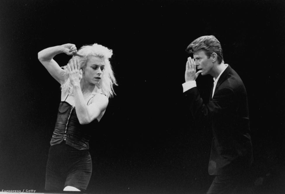 Bowie és a La La La Human Steps egyik táncosa 1988 szeptemberében, egy korabeli tévéműsorban.