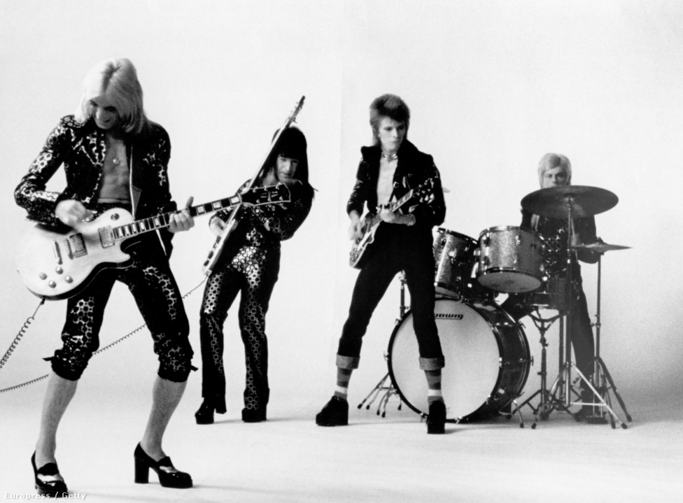 A Ziggy Stardust lemezt feljátszó zenekar. Bowie mellett Mick Ronson gitáros, Trevor Bolder basszusgitáros és Mick Woodmansey dobos szerepel az 1972-ben készült képen. A Ziggy Stardust lemezt Bowie legjobbjai között emlegetik, gyakran egyenesen a legjobbnak mondják, de bérelt helye van a poptörténelem legnagyobb hatású alkotásai között is.