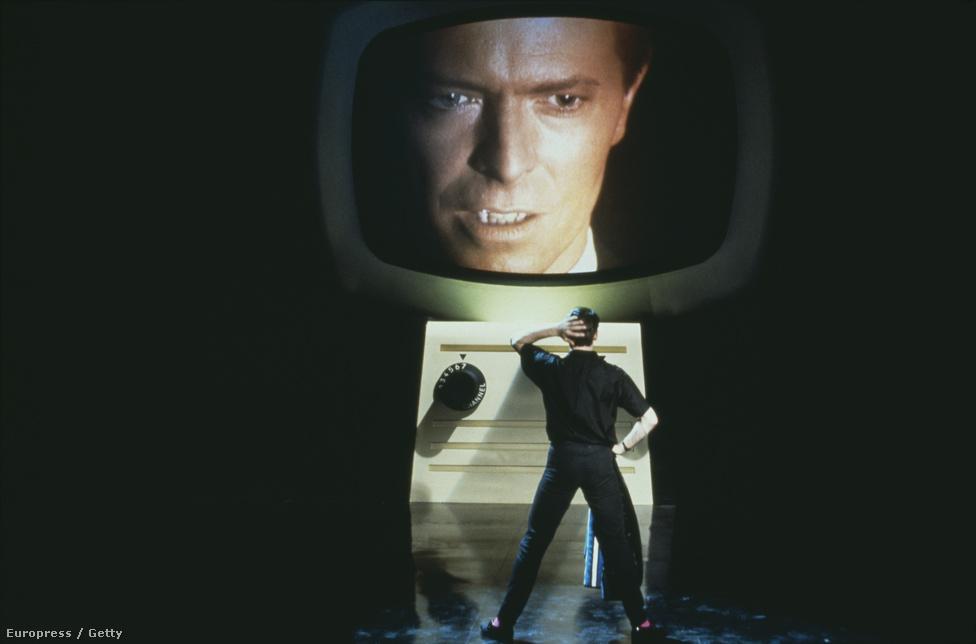 Jelent az 1986-os Absolute Beginners című filmből. A rockmusicalben Bowie-n kívül többek között Sade és Patsy Kensit is szerepel, és a filmzenelemez címadó dalát is Bowie szerezte és adta elő.