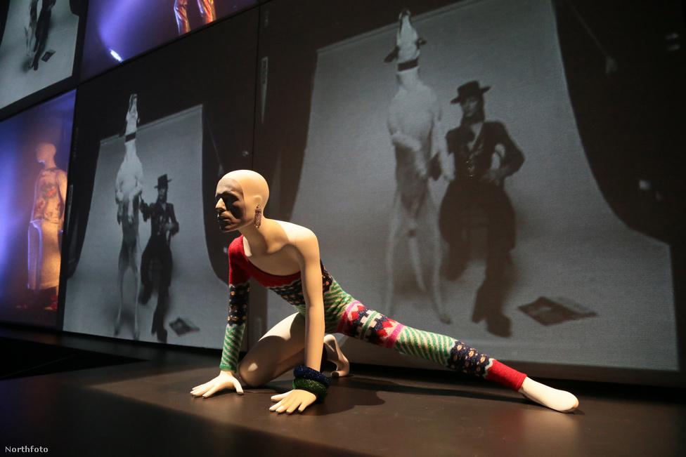 Bowie 2013-ban nem csak meglepetésszerű új lemezzel jelentkezett, hanem életműkiállítás is nyílt róla a londoni Victoria and Albert múzeumban, ezzel is csak növelve a megérdemelt felhajtást körülötte. Sokak szerint ezt már csak egy világ körüli turnéval fejelhetné meg.