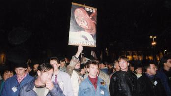 A röpcédulázástól a titkos megemlékezéseken át a demonstratív sétáig