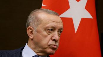 Erdogan ideges, hazaküldené a diplomatákat